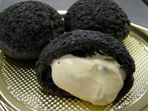 竹炭シュークリーム